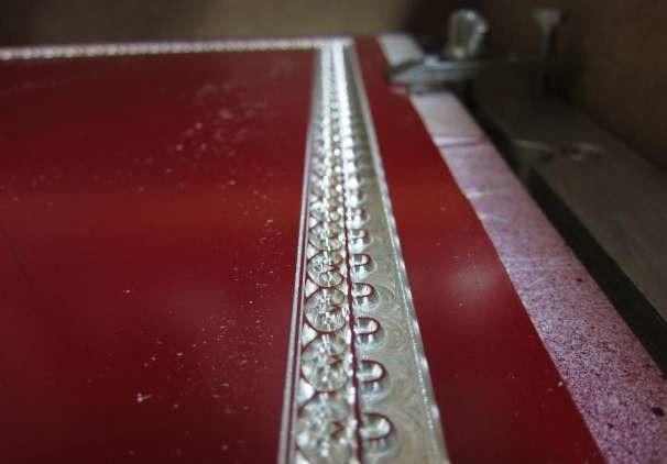 Фрезерный станок имеет высокую точность обработки металла