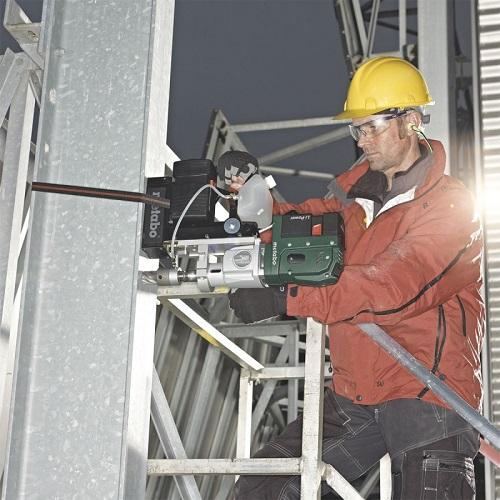Процесс работы на магнитном сверлильном станке