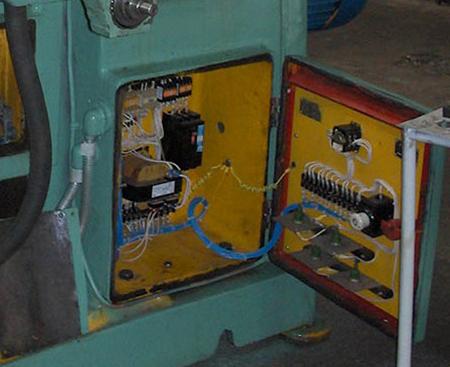Шкаф доступа к электрическому оборудованию станка