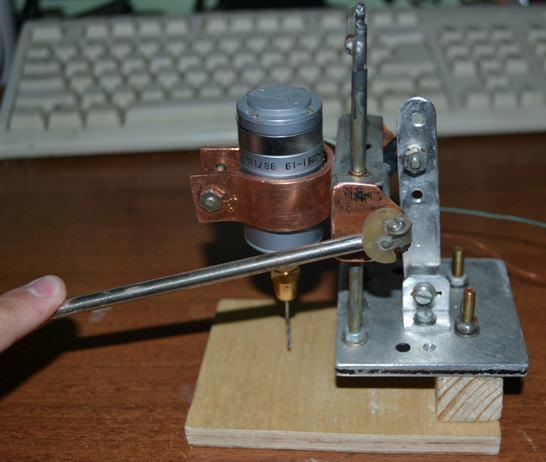 Так выглядит готовый самодельный сверлильный станок для печатных плат
