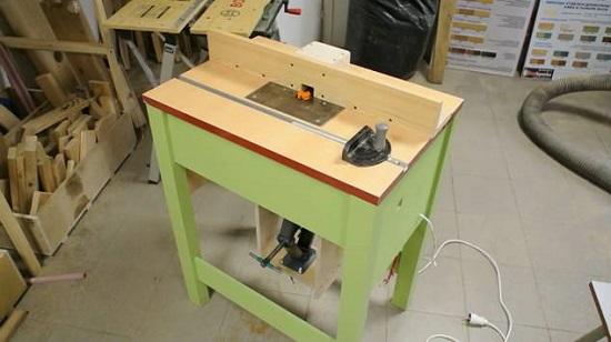 Простейшая конструкция фрезерного стола