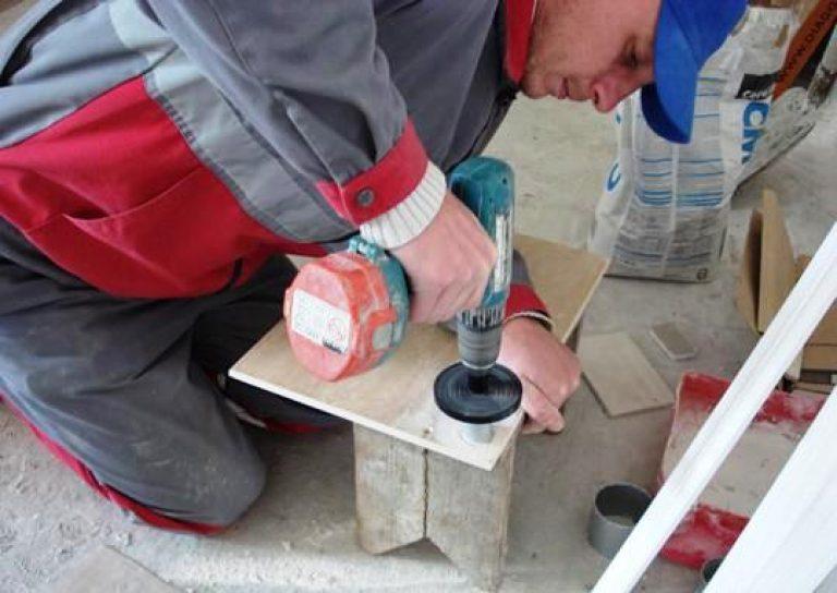 Как сделать отверстие для розетки в керамической плитке