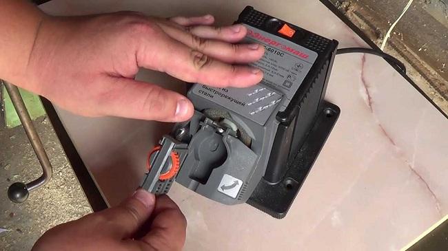 Заточной станок Энергомаш ТС-6010С применяется для заточки сверл, ножей, ножниц, стамесок и зубил