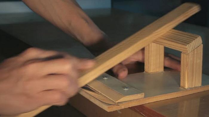 Самодельный станок для заточки ножей в работе