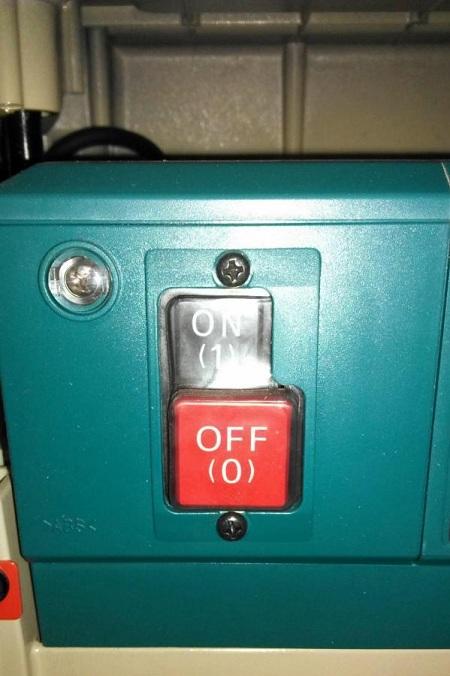 Индикаторная лампа просигнализирует о готовности станка к работе