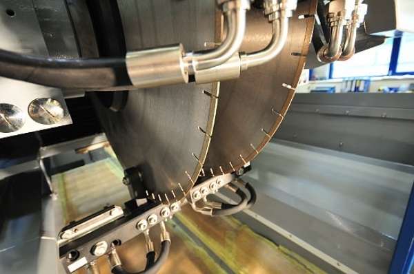 Основным и важным элементом камнерезного станка являются режущие алмазные диски