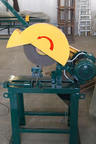 Ручной станок для резки металла СПР-1250/3-Р оборудован 3-мя парами дисковых ножей