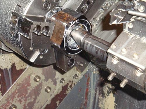 Процесс нарезки внутренней резьбы на станке
